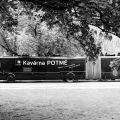 Autobusová Kavárna POTMĚ od 11. května na náměstí Míru v Praze