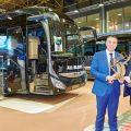 """Iveco Bus v Kortrijku převzal cenu """"International Coach of The Year 2016"""""""