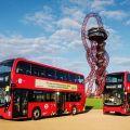 Patrové plug-in hybridní autobusy s indukčním dobíjením v Londýně v provozu