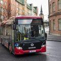 Scania testuje rychlé bezdrátové nabíjení elektrobusů v městském provozu