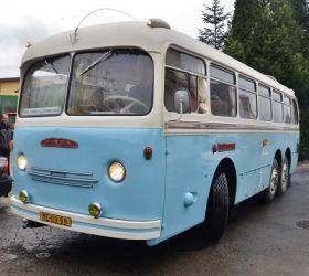 """Dnes byl pokřtěn """"Honzík"""", historický horský autobus Tatra 500 HB"""