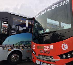 Autobusy ISUZU vezly Slavii mistra ligy