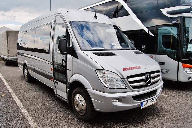 Mercedes - Benz Sprinter 519 CDI společnosti RUBEŠ autobusová zájezdová doprava, náhodné foto jeden ze starších vozů. (foto: Zdeněk Nesveda)