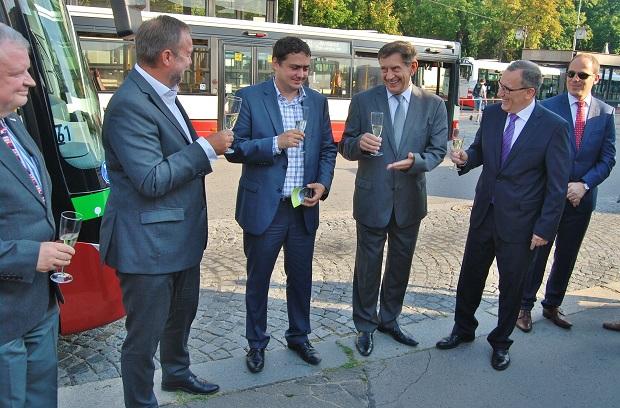 Zkušební provoz elektrobusu byl zahájen 1. září 2015, slavnostní start, foto: Zdeněk Nesveda