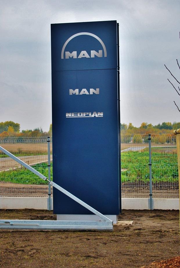 MAN 8