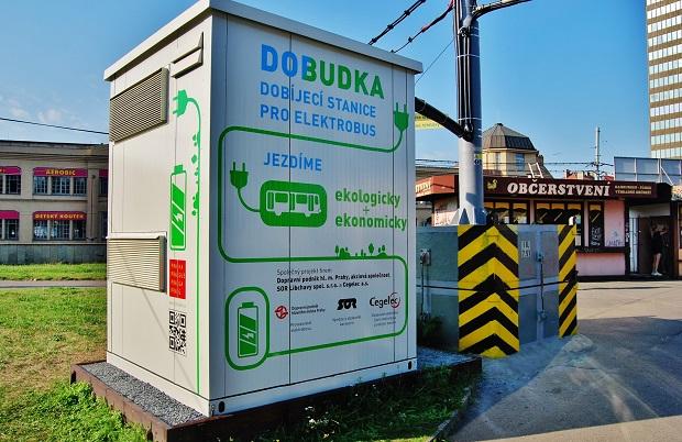 """""""DOBUDKA"""" dobíjecí stanice na konečné Želivského, foto: Zdeněk Nesveda"""
