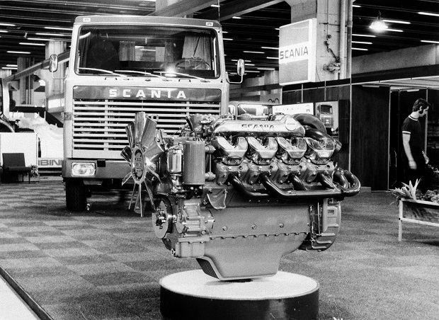 Scania 14-litre V8-engine in front of a Scania LB140 at the IAA exhibition in Frankfurt, Germany Photo: Scania Archive 1969
