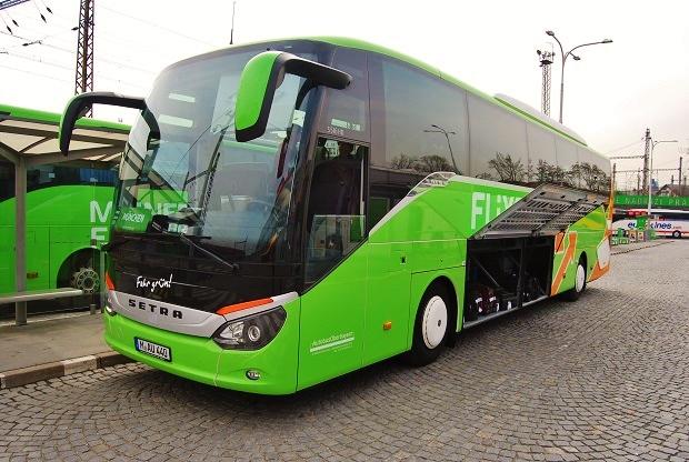 Setra S 516 HD ComfortClass, jeden z nerozšířenějších autobus u dopravce FlixBus, tak jak jsem ho zachytil na autobusovém AN Florenc, těsně před odjezdem, foto: Zdeněk Nesveda
