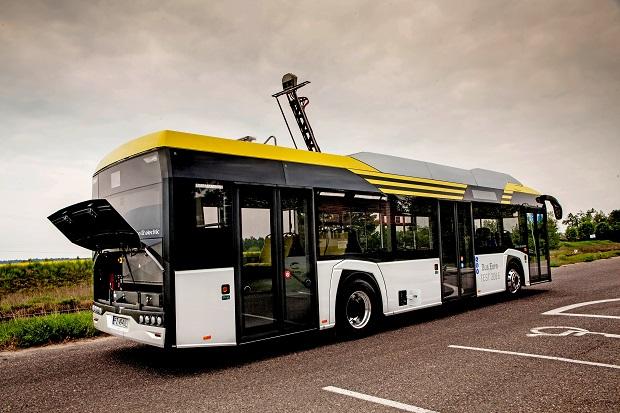 new_solaris_urbino_12_electric_bus_of_the_year_2017_(2)