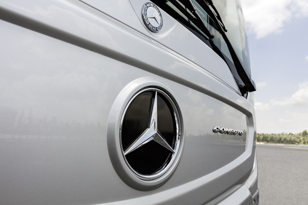 Mercedes-Benz Conecto, Exterieur, anthrazit metallic, OM 936 mit 220 kW/299 PS; 7,7 L Hubraum, 6-Gang Automatikgetriebe, Länge/Breite/Höhe: 12.105/2.550/3.120 mm, Beförderungskapazität: 1/105;  Mercedes-Benz Conecto, Exterior, anthracite metallic, OM 936 rated at 220 kW/299 hp, displacement 7.7 l, 6-speed automatic transmission, length/width/height: 12105/2550/3120 m, passenger capacity: 1/105