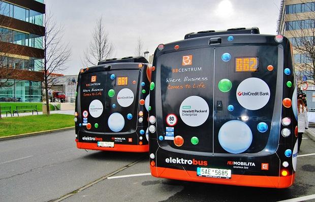 Dva elektrobusy Arriva jezdí také v Praze, kde zajišťují spojení mezi multifunkčním areálem BB Centrum a stanicí metra Budějovická, foto: Zdeněk Nesveda