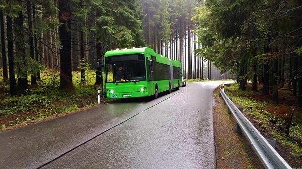 První české kloubové elektrobusy EKOVA Electron, foto: EKOVA