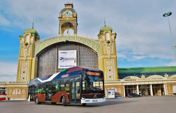 """Tři """"stoprocentní"""" elektrobusy se také objevily na veletrhu CZECHBUS v Praze, foto: Zdeněk Nesveda"""