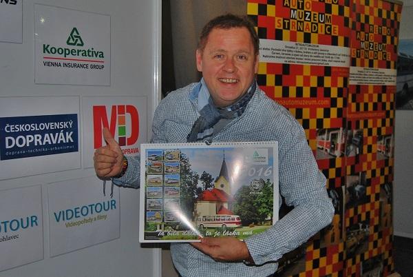 Herec Václav Kopta, čestný člen a patron RTO klubu, při představování prvního RTO kalendáře pro rok 2016 (foto: Zdeněk Nesveda)