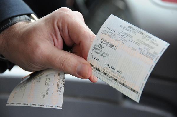 Všechny autobusy kolínské MHD jsou nově vybaveny čtečkami platebních karet, foto: Arriva