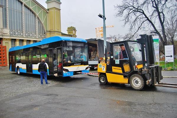 Elektrobus EKOVA ELECTRON poprvé na veletrhu CZECHBUS 2015 v Praze, foto: Zdeněk Nesveda