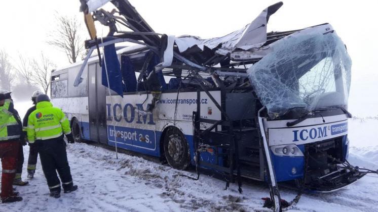 Vítr převrátil autobus společnosti ICOM transport v Polsku, foto: ICOM