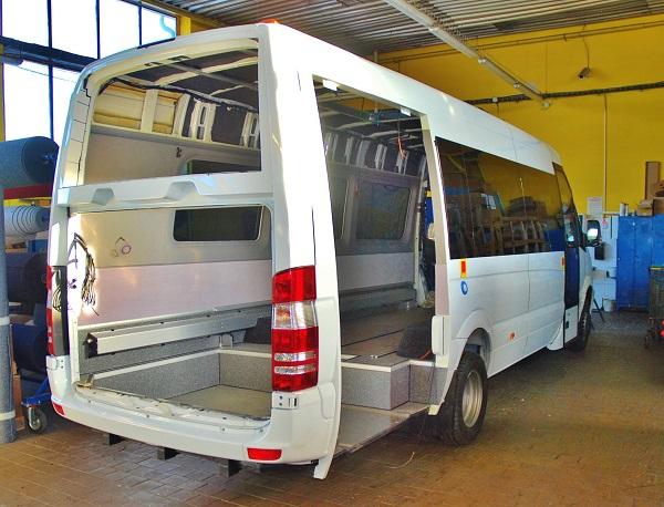 Městské autobusy pro vídeňského dopravce Dr. Richard, pře dokončením v KHMC. foto: Zdeněk Nesveda
