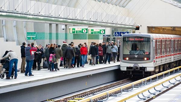 Dopravní podnik hlavního města Prahy slavnostně otevřel prodloužený úsek linky A vedoucí ze stanice Dejvická do stanice Nemocnice Motol.