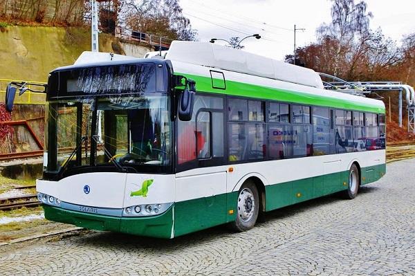 Trolejbusy z Plzně pro Plzeň je naprosto bezchybná marketingová záležitost výhodná pro dopravní podnik, město Plzeň i Škodovku. Parciální trolejbus Škoda 26 Tr s prodlouženým bateriovým dojezdem mimo trakci, je dobré optimální řešení, foto: Škoda Electric
