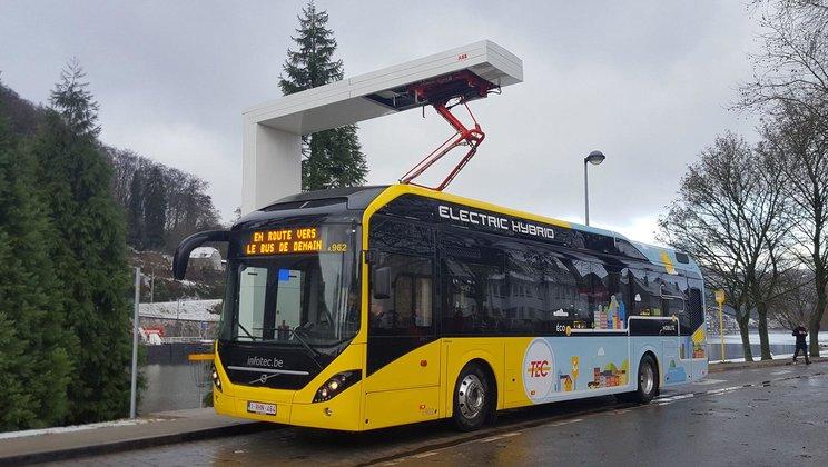 Pro belgického dopravce TEC Group k nim přibude dalších 35 elektrických hybridů a 8 nabíjecích stanic, foto: Volvo