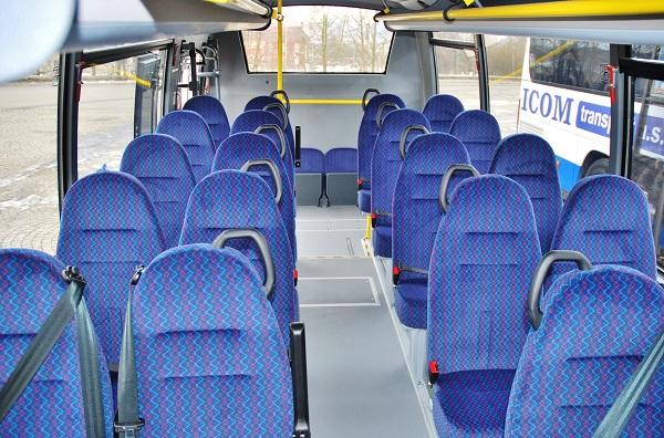 "Rošero First FCLLI autobusy v kategorii ""MIDI"" v barvách ICOM transport s ekonomickým provozem na méně frekventovaných linkách (foto: Zdeněk Nesveda)"