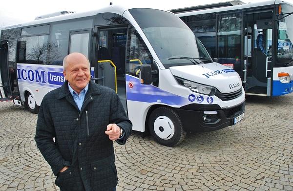 Zdeněk Kratochvíl, generální ředitel ICOM transport představuje linkový midibus IVECO (ilustrační foto: Zdeněk Nesveda)
