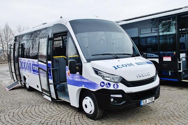 """Pět nových meziměstských autobusů """"MIDI"""" Rošero First pro společnost ICOM transport, foto: Zdeněk Nesveda"""