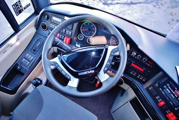 Nádherný multifunkční volant s koženým potahem výborně sedne do ruky, foto: Zdeněk