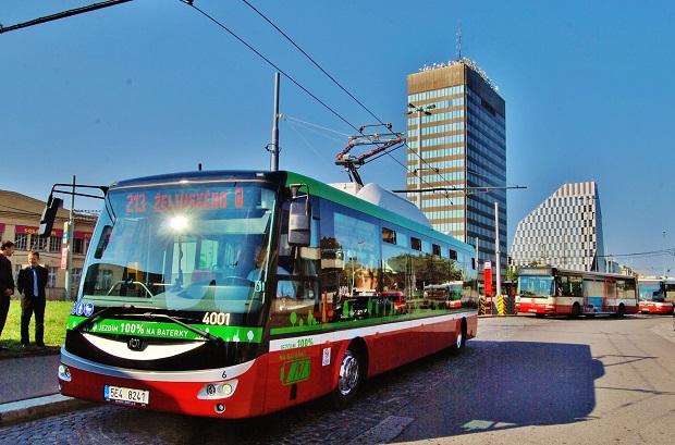 Zbrusu nový Elektrobus SOR EBN 11, 1. září 29015, několik okamžiků před zahájením zkušebního provozu, foto: Zdeněk Nesveda