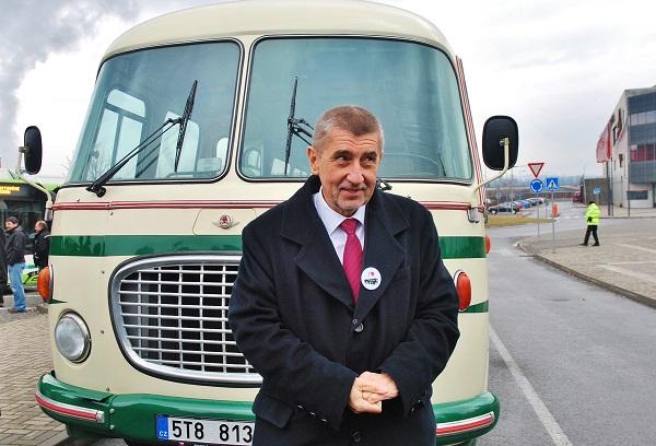 Ministr financí Andrej Babiš, evidentně spokojený, že autobus neplatil ani ze svého, ani ze státního rozpočtu, foto: Zdeněk Nesveda