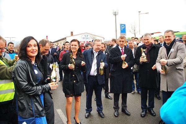 Slavnostně pokřtili největší elektrobusový počin v Česku, foto: Zdeněk nesveda