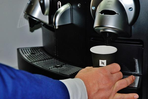 Gemini 200 PRO od společnosti Nespresso umožňuje připravovat dvě kávy najednou (foto: Zdeněk Nesveda)