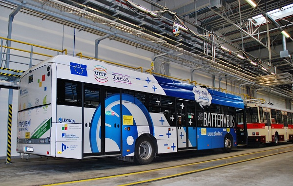 PMDP, nejmodernější evropské depo pro autobusy a trolejbusy. Jeden ze dvou elektrobusů Škoda Perun, jenž jezdí v Plzni v rámci projektu ZeEUS na pravidelné lince (foto: Zdeněk Nesveda