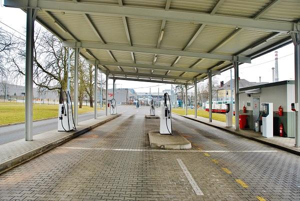 PMDP, nejmodernější evropské depo pro autobusy a trolejbusy. Krytá bezobslužná čerpací stanice pohonných hmot (foto: Zdeněk Nesveda
