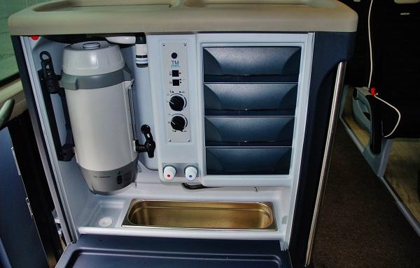 Dnes nezbytná výbava autokaru palubní kuchyňka, foto: Zdeněk Nesveda