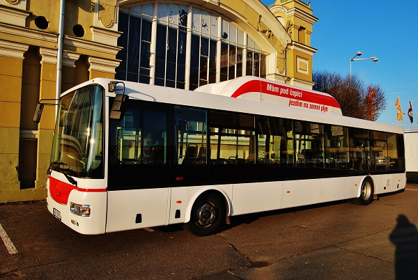 Městský nízkopodlažní autobus SOR NBG 12 pro ČSAD MHD Kladno vystavený na veletrhu CZECHBUS (foto: Zdeněk Nesveda)