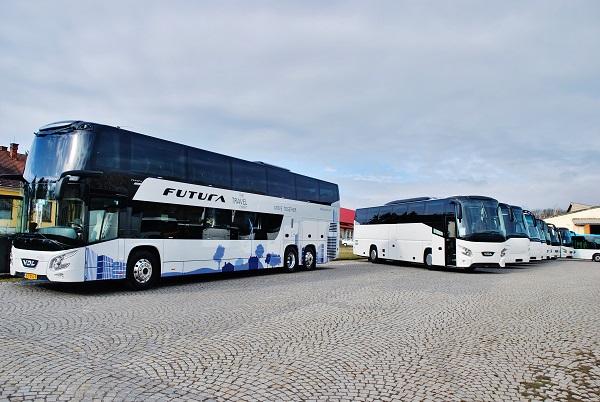 Letos bylo  v Dačicích k vidění dvacet, což je rekordní počet, nových i použitých autobusů. (foto: Zdeněk Nesveda)