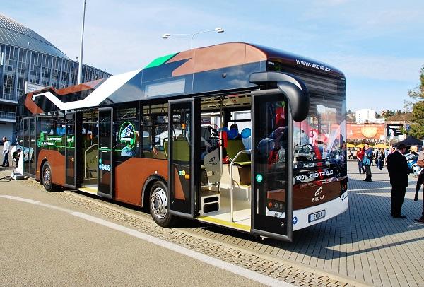 100% elektrobus EKOVA pro chytrá města, vystavený na veletrhu AMPER 2017 (foto: Zdeněk Nesveda)