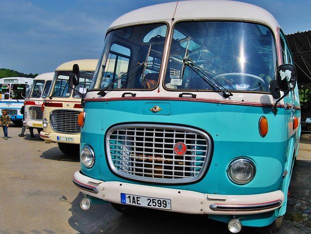 Největší sraz českých historických autobusů se každoročně uskuteční v Lešanech (foto: Zdeněk Nesveda)