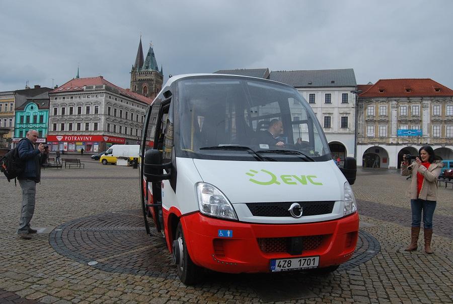 Městský elektrobus ROŠERO při testování dopravcem Arriva v Kolíně v roce 2014 (foto: Zdeněk Nesveda)