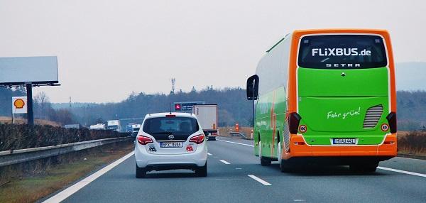 FlixBus zdvojnásobuje od 6. dubna mezinárodní linky z Prahy a Brna