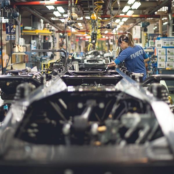 Továrna IVECO ve španělském Madridu je první výrobní továrnou CNH Industrial Group, která dosáhla na zlatou úroveň v programu Výroby světové třídy (WCM) (foto: IVECO)