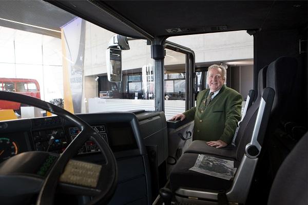 Vizionář a jeho autobus: Konrad Auwärter vyvinul roku 1967 v rámci diplomové práce první zájezdový patrový autobus světa NEOPLAN Skyliner.