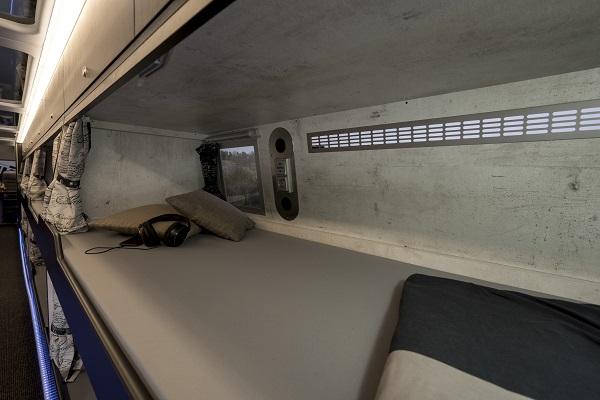 NEOPLAN Skyliner na speciál vhodný na umělecká turné s 20 lůžky