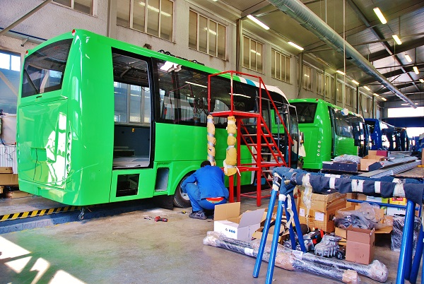 Autobusy na výrobní lince vyspělé manufaktury (foto: Zdeněk Nesveda