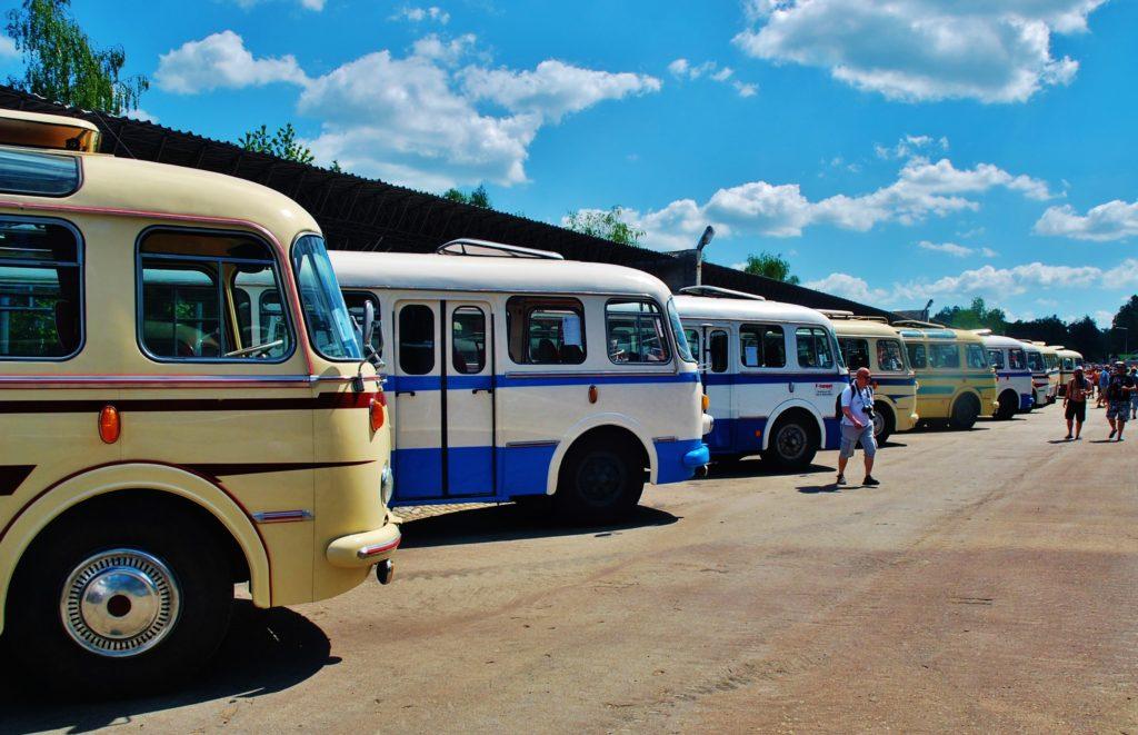 Po 18. se setkali členové největší české organizace Klubu českých historických autobusů (KČHA - RTO Klub) ve Vojenském technickém muzeu v Lešanech Foto: Zdeněk Nesveda)