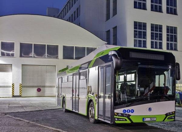 Nízkopodlažní elektrobus s obchodním označením Škoda Perun HE (foto: Škoda Electric)