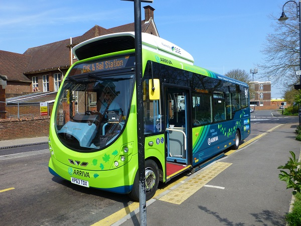Indukčně dobíjený elektrobus Wrightbus (foto: Wrightbus)