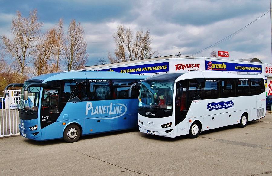 Autobusy ISUZU VISIGO před servisním centrem TURANCAR v Praze (foto: Zdeněk Nesveda)